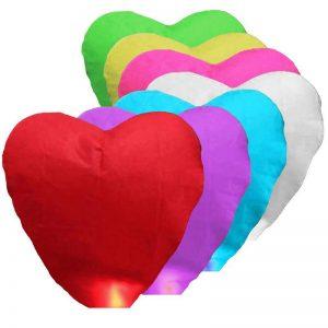flygande lyktor hjärtformade